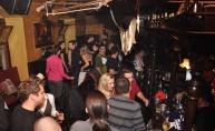 River pub pleše kako DJ Alen Tibljaš svira