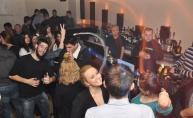 Zlatne hostese i vrući provod u Capitano baru